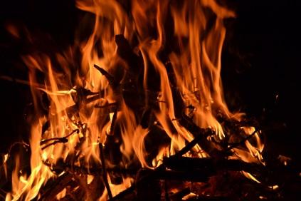 _absolutely_free_photos_original_photos_campfire-burning-4608x3072_98618